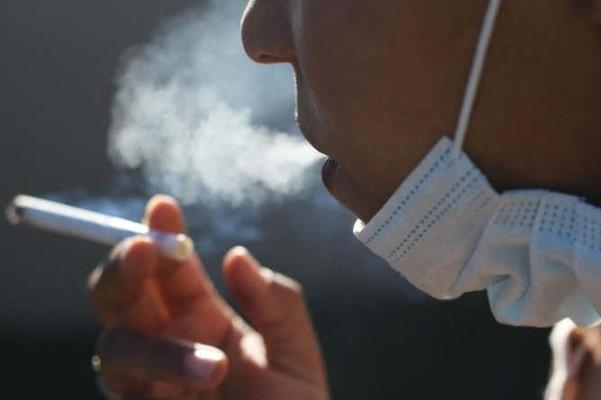 hút thuốc lá mùa covid