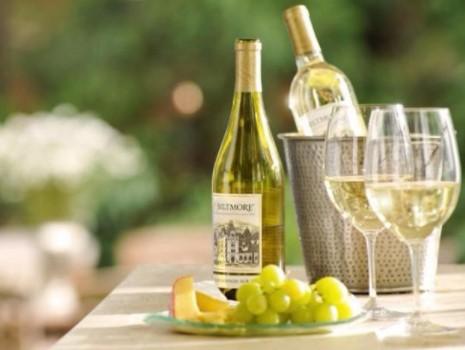 Tìm hiểu về cách làm và hương vị của rượu vang trắng